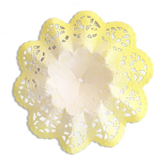 "Small Paper Lace Flower Bouquet Holders in White with Yellow ~ Set of 4 ~ 3-3/4"" across"