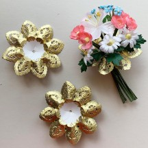 "Petite Paper Lace Flower Bouquet Holders in Gold ~ Set of 25 ~ 3-1/8"" across"