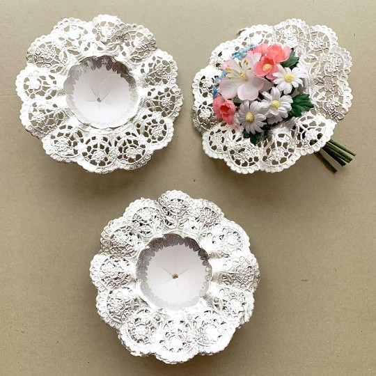 "Medium Paper Lace Flower Bouquet Holders in Silver ~ Set of 25 ~ 5-1/8"" across"
