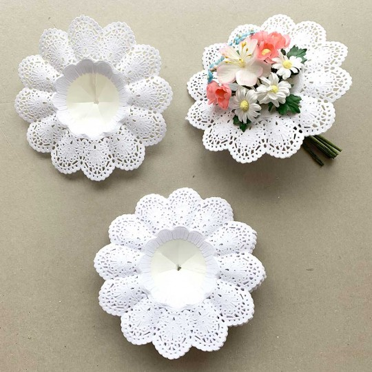 "Medium Paper Lace Flower Bouquet Holders in White ~ Set of 25 ~ 5-1/8"" across"