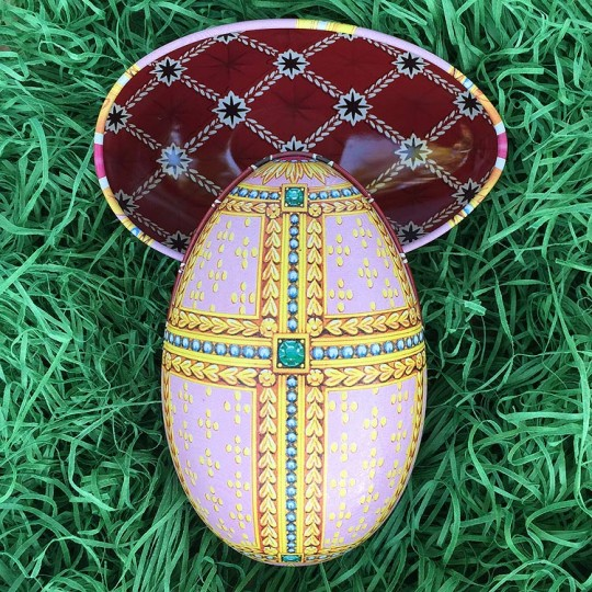 """Pastel Regal Faberge Egg Metal Easter Tin ~ 4-1/4"""" tall ~ Old Store Stock"""