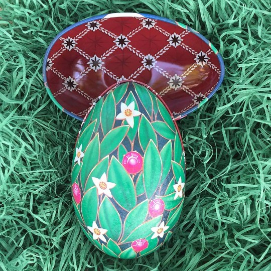 """Green Leafy Floral Faberge Egg Metal Easter Tin ~ 4-1/4"""" tall ~ Old Store Stock"""