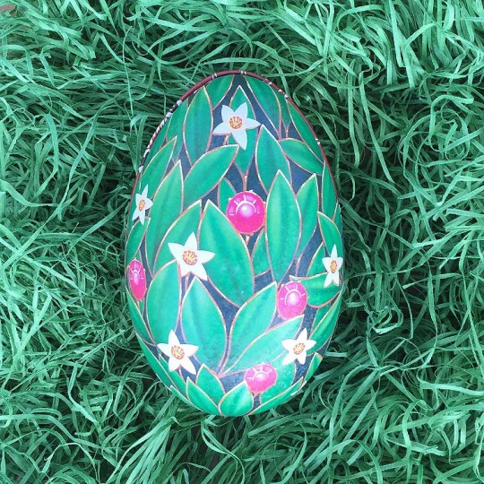 "Green Leafy Floral Faberge Egg Metal Easter Tin ~ 4-1/4"" tall ~ Old Store Stock"