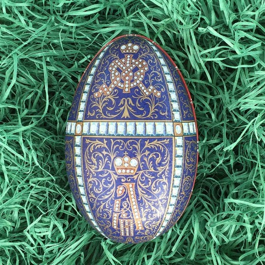 "Fancy Blue Flourish Faberge Egg Metal Easter Tin ~ 4-1/4"" tall ~ Old Store Stock"