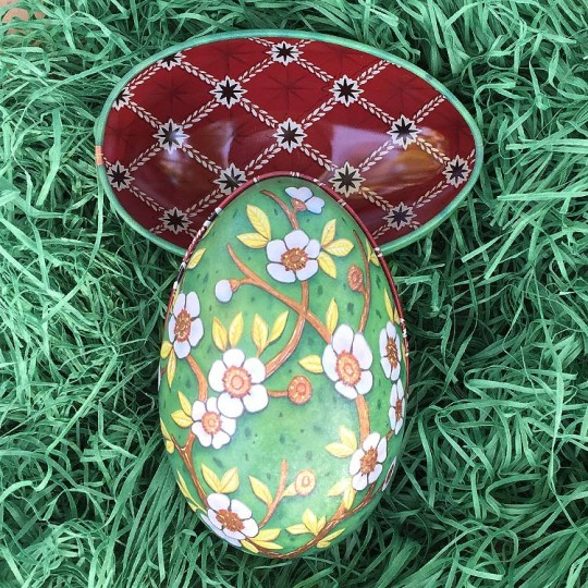 """Flowers on Green Faberge Egg Metal Easter Tin ~ 4-1/4"""" tall ~ Old Store Stock"""