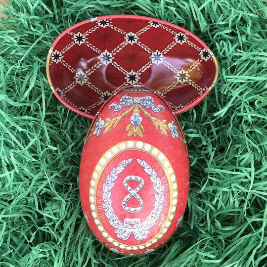 """Regal Red Garlands Faberge Egg Metal Easter Tin ~ 4-1/4"""" tall ~ Old Store Stock"""