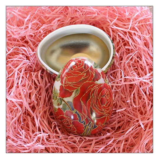 "Red Roses Petite Metal Easter Egg Tin ~ 2-3/4"" tall"