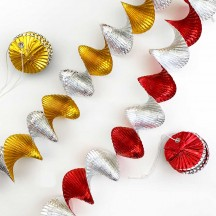 Set of 2 Pull Out Virvateller Expandable Foil Christmas Garlands ~ Silver/Gold + Red/Gold ~ Sweden
