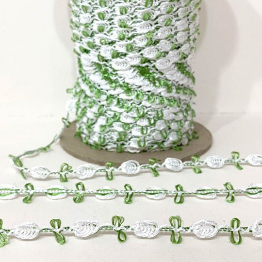 Old Store Stock Rosebud Trim in White & Willow Green