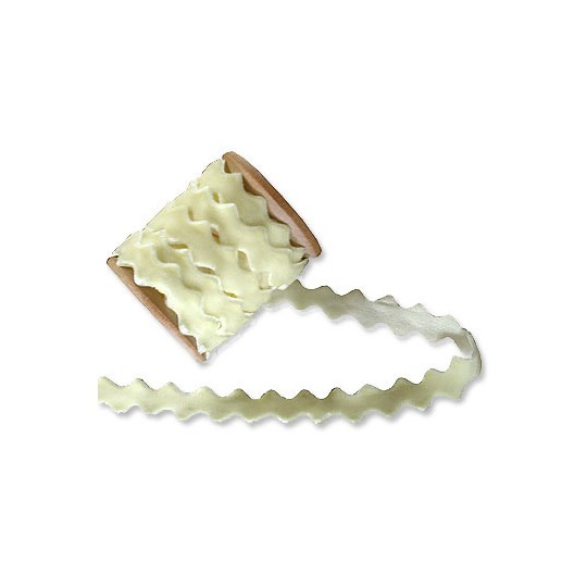Velvet Ric Rac Ribbon Trim in Cream